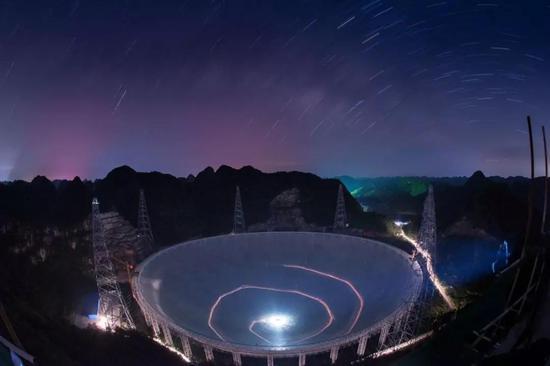 我国世界最大射电望远程牛儿镜遭网友恶搞 被P成大锅装
