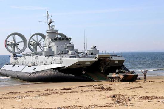 图片:3327艇运送86B步战车
