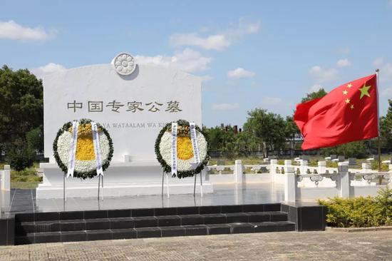 义冢纪念碑正面