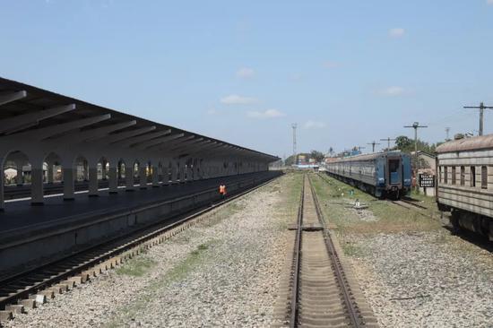 坦赞铁路达累斯萨拉姆车站的站台与铁轨