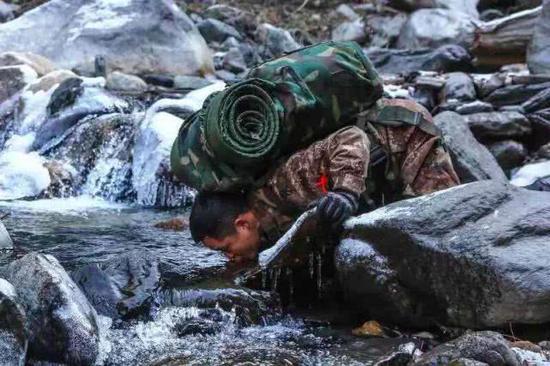 西藏边防线,这是世界上最危险,落差最大,最高的边境线。