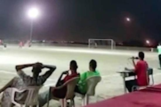 也门足球比赛导弹从球场周边飞过 球员继续踢球(图)山海关一中