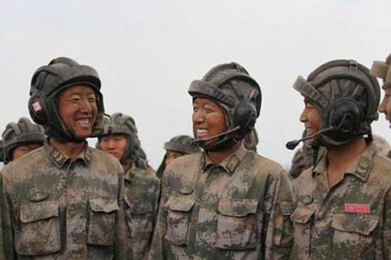 训练结束后的人民解放军指战员