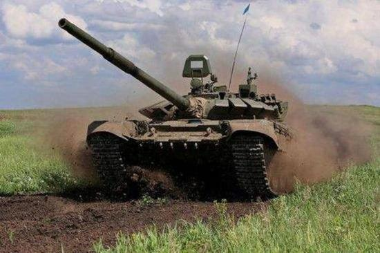 俄制T72改进型坦克
