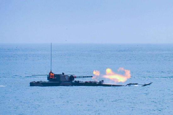 中国这型战车让全球羡慕 水上速度是美俄装甲车的3倍