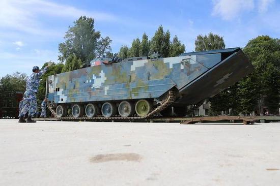 我军两栖步战车在国际赛车优势明显 韩国竟想要山寨