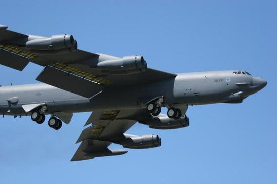 美媒:美军两架B52H轰炸机再次飞入中国南海