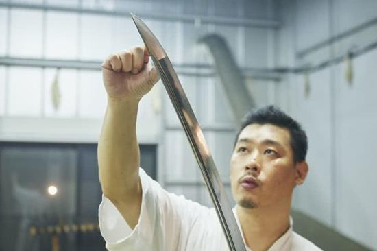 日本传统武士刀工艺仍在传承,1年才做一把还常常卖不出去