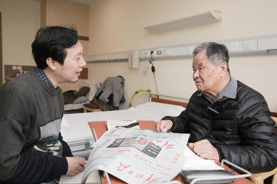 楊槱院士與解放日報·上觀新聞記者訪談中。