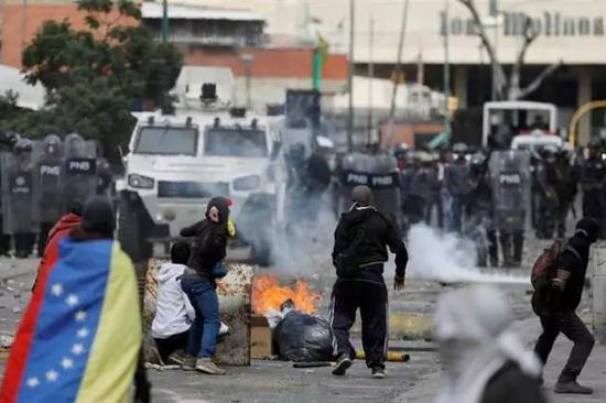 """川普已承认委内瑞拉反对党议长为""""临时总统"""""""