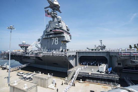 美国海军新建的福特级航母