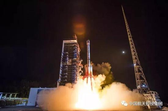 长征三号乙运载火箭发射北斗卫星导航系统第44颗卫星(史啸摄)