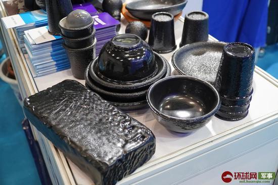 现场展示的各种刷涂了FORD-ONE超强韧保护涂层的物品