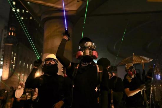 8月31日,保守请愿者正在喷鼻港多区不法散结并施行守法及暴力举动
