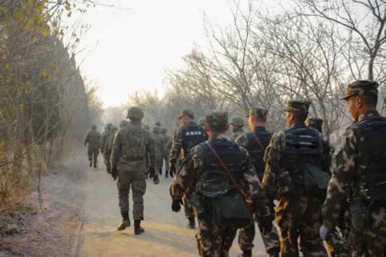 同为侦察兵 中国陆军和武警装备都有哪些区别(图)
