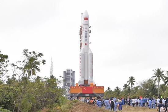 长征五号遥三火箭转运至发射区 12月底前后择机发射