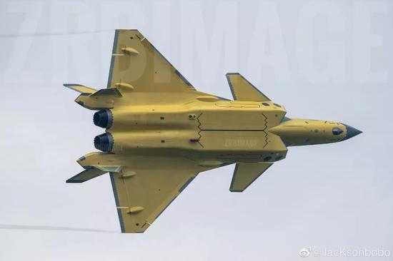 张召忠:中国轰20战略轰炸机很有可能在今年亮相