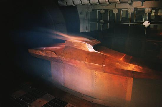 中国正研发第二代高超音速武器 可在军舰战机上发