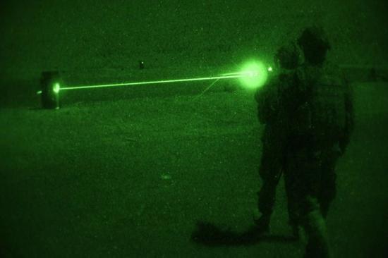 外媒:美军若再闯南海 将遭中国电磁及激光武器攻击