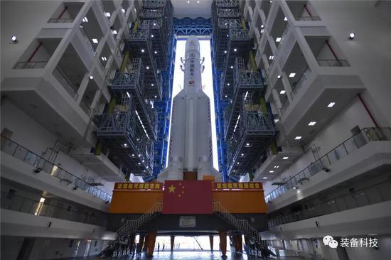 长五火箭移至发射区 中国首次火星探测任务择机待发