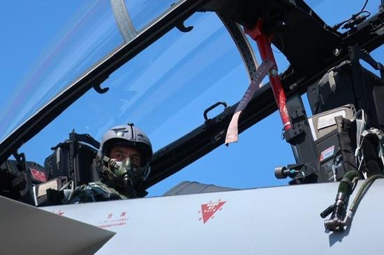 日本防卫省官官视察小松基地 体验F15超音速飞行