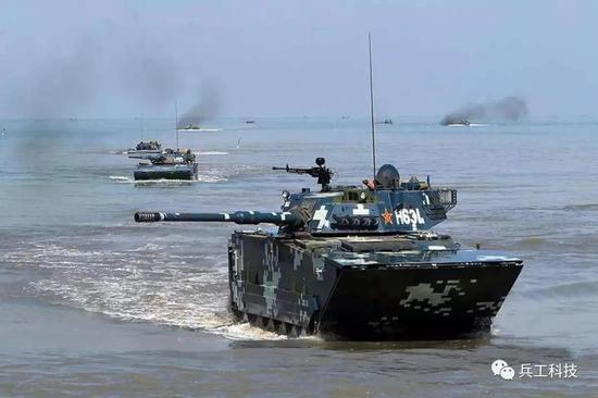 我军05两栖突击车改进细节:加装炮射导弹及北斗系统