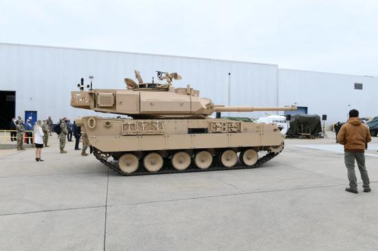 直追中国15式!美军开始把新轻坦交给坦克兵进行评估