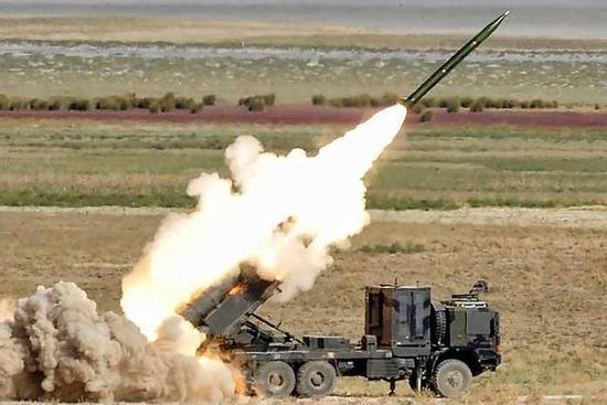 阿塞拜疆高调展示火箭炮:系中国和白俄合作研发