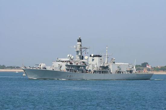 """英媒:英国老旧军舰进南海 被16艘中国军舰""""围观"""""""