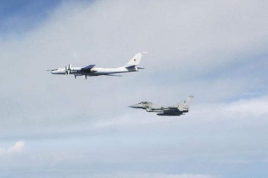 """英国""""台风""""战机一天两次紧急升空拦截俄罗斯军机"""