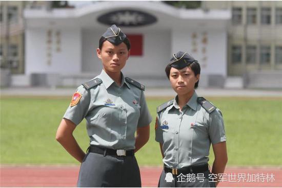 台军派美女军官统领坦克部队 指挥反登陆演练(图)
