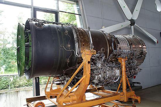 米格23的R29发动机,歼10一度走?#27573;?#36335;,要?#36718;?#36825;玩意当动力