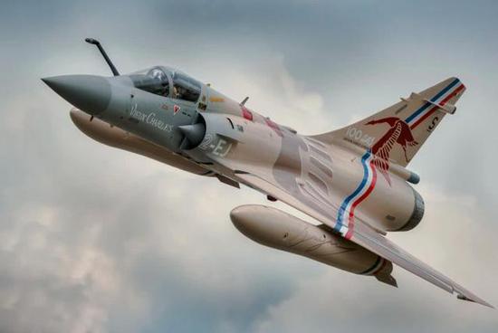 幻影2000战斗机最大的优点是,操纵性极佳,飞行员手感好