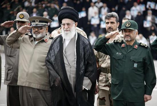 伊朗已經威脅如果美國封鎖伊朗的石油出口,伊朗將會關閉霍爾木茲海峽。