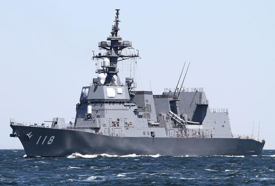 日本驱逐舰与美航母在冲绳以南海域进行联合演练