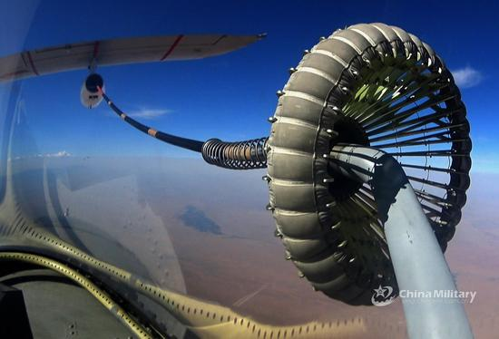 我空军演习现罕见场景:歼20扮演域外干涉势力介入