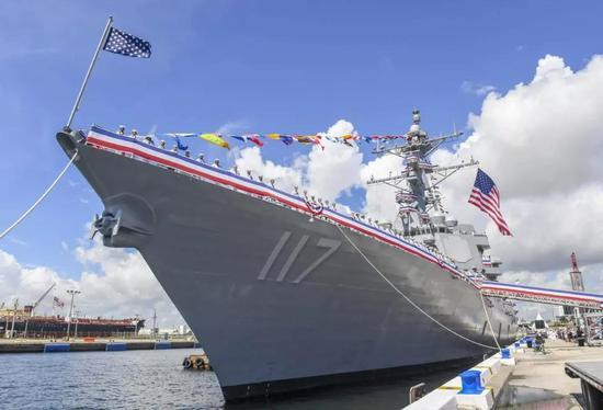 张召忠:中国神盾舰数量不及美1/3 但055战力已超美