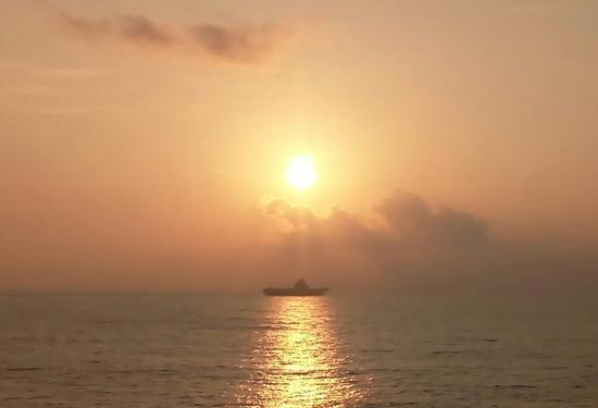 辽宁舰神盾舰纷纷出航 中国战舰为何开往这三大海域