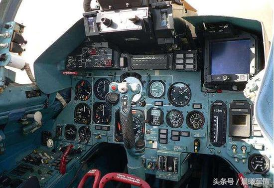 中国最早从俄罗斯购买的苏27座舱如同钟表店一样古老