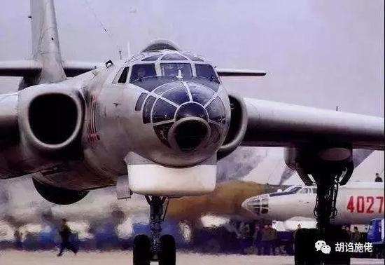 ▲ 轰-6的历史,基本就等于中国远程航空兵的历史了(图-4不算啊)