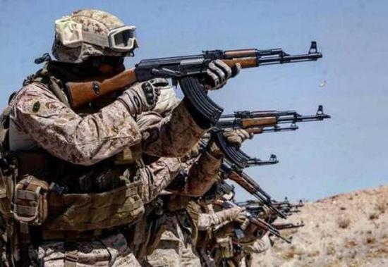 军事深度 正文    根据测试的结果显示,ak突击步枪的m43式中间弹在