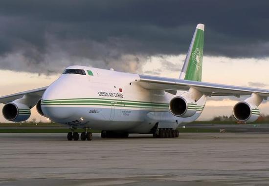 图为曾经光鲜亮丽的利比亚航空的安-124-100货机。