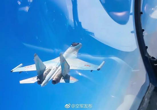 △苏-35有强大的发动机加持,整体机动性能出色