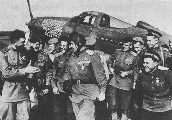 驾驶美国援助的战斗机取得大量战果的俄国王牌飞行员