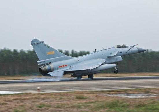 图片:南部战区空军某旅的歼-10C