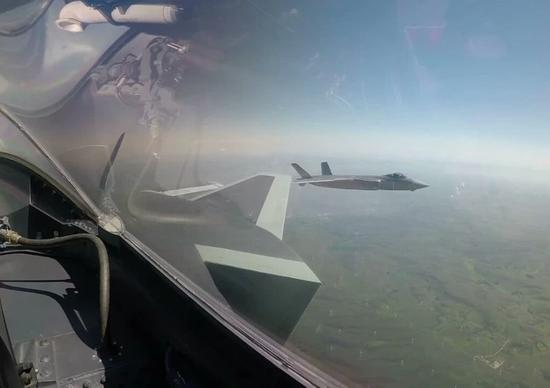 中国歼20或植入人工智能 F35苦等的装备我们已装机|歼20|人工智能|战机