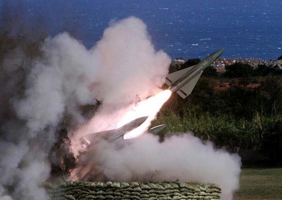 """台军""""霍克""""导弹发射"""