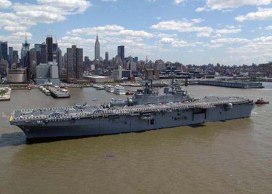 美国黄蜂级两栖攻击舰