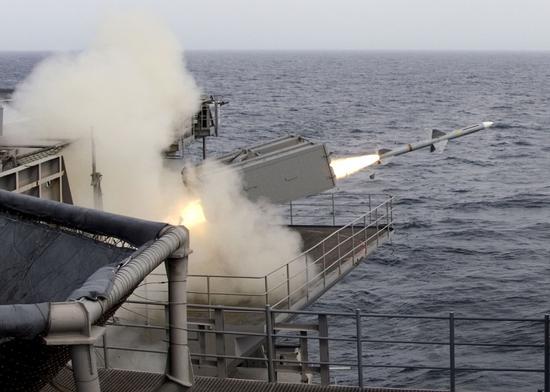 """普京宣誓就职总统的背后 北约军舰闯黑海""""叫阵""""波谷开来"""