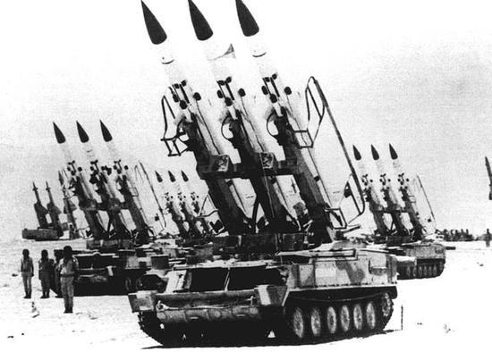 """图为上个世纪80年代初贝卡谷地""""林立""""的叙利亚防空导弹战斗群。其主力2K12""""立方体""""在贝卡谷地空战中损失惨重。"""